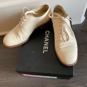 CHANEL Lace up oxford in Cream